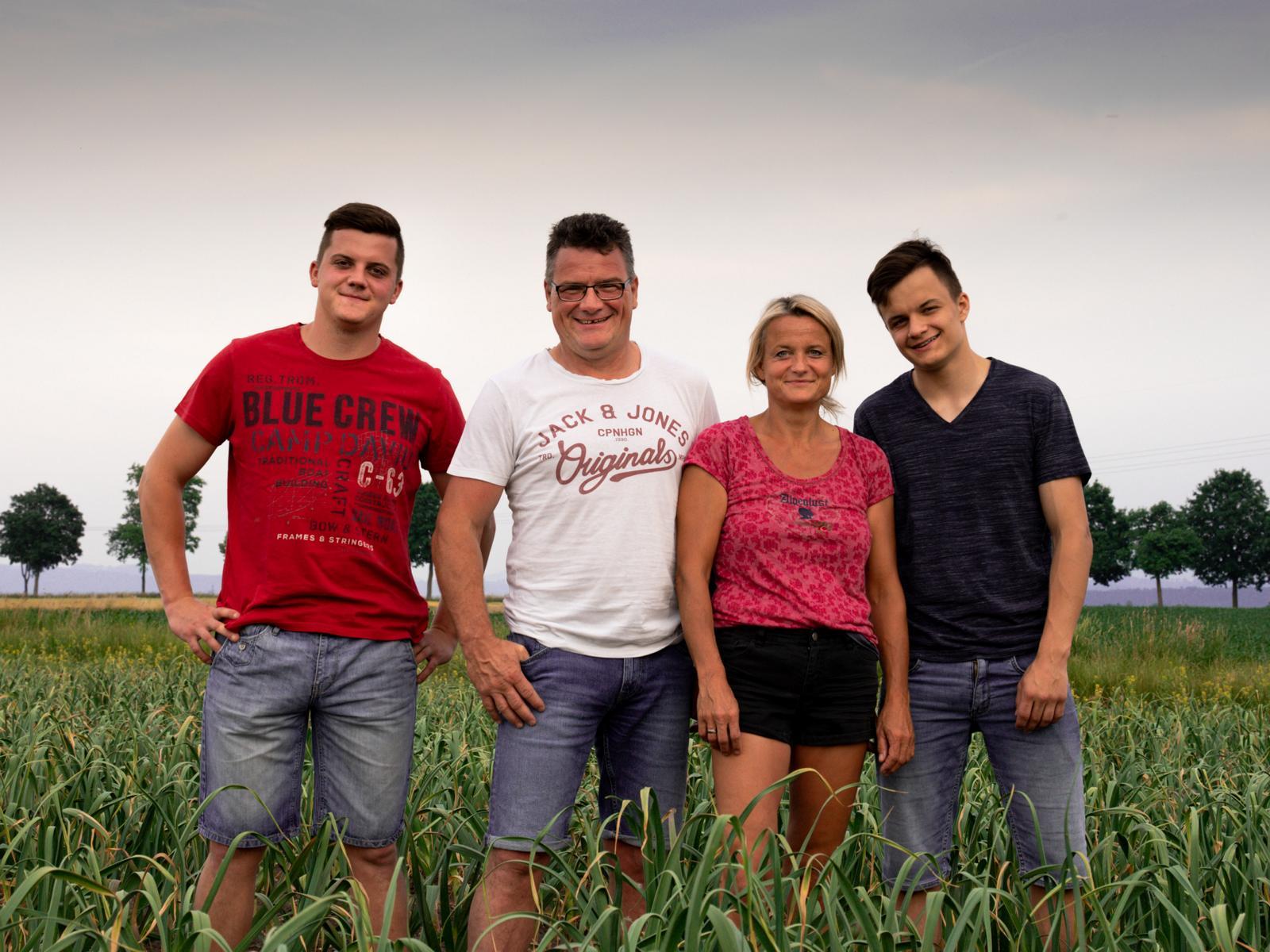 biohof-herbst-hintergrund-feld
